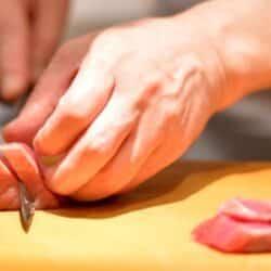 slicing sushi